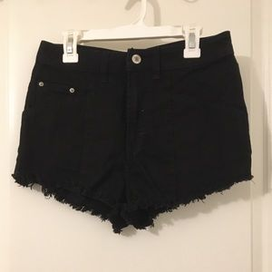 BLACK HIGH-WAISTED SHORTS